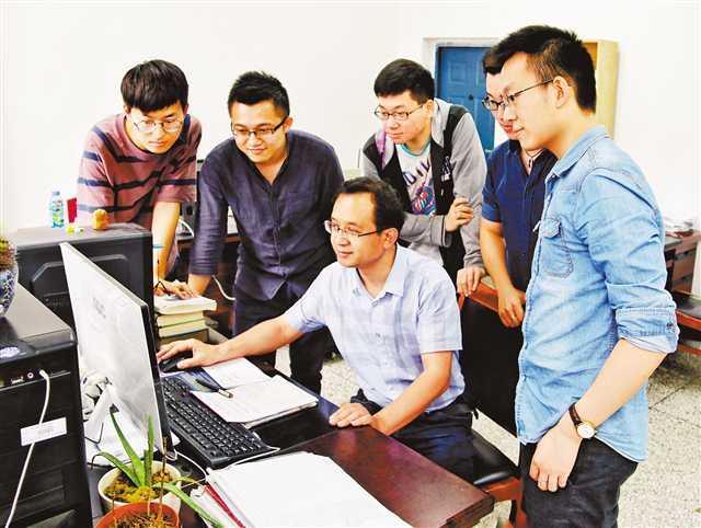 重庆大学教授李卫国:研发测试仪器 助力航天事业